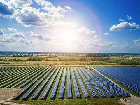 Revisión paneles solares con drones